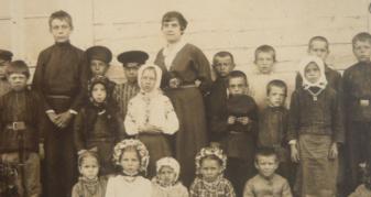 Учні у селі Городно