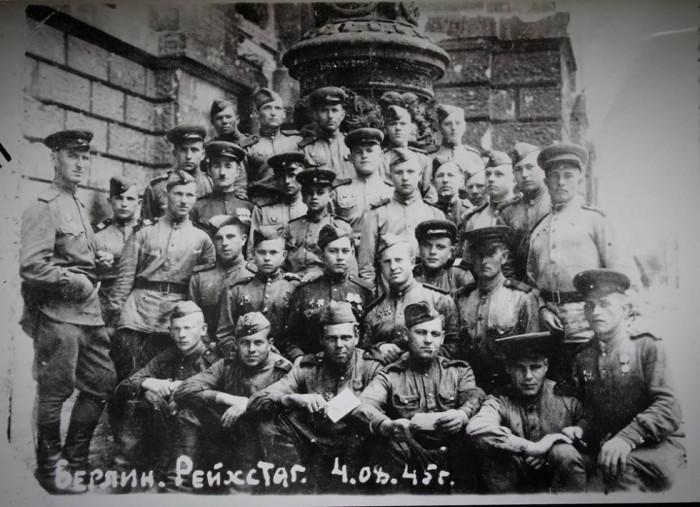 Патієвич М. біля Рейхстагу. 1945 рік.