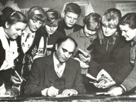 Олександр Богачук підписує книги