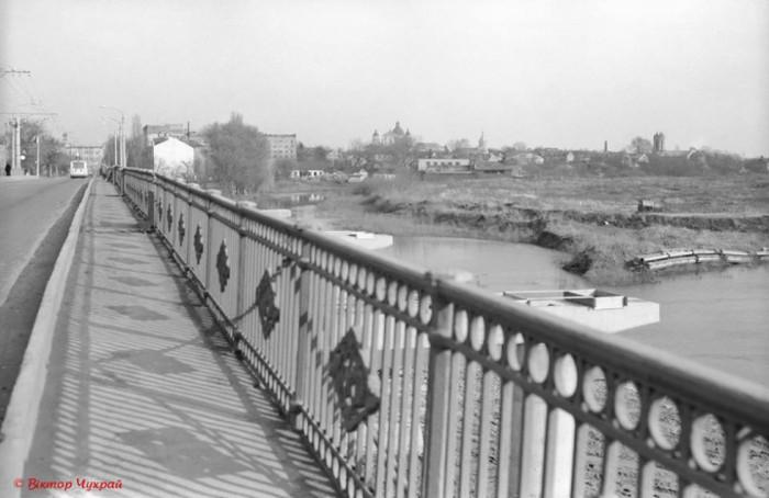 Знімок зроблений зі старого Красненського мосту