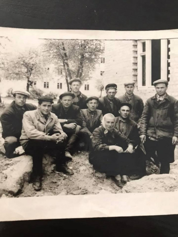Василь Кашинський зі своєю бригадою