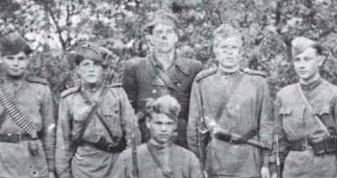 Повстанці в радянській формі