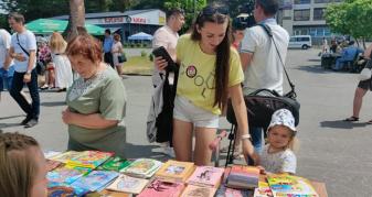 книжковий ярмарок у Вараші