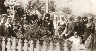 Могила розстріляних в'язнів у селі Мирогоща Дубенського району