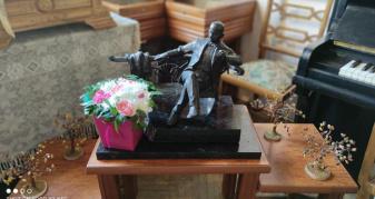 Скульптурне зображення  Уласа Самчука в Літературному музеї