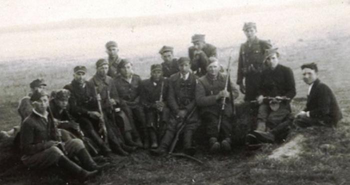 Спільне фото вояків УПА та АК, с. Новий Любінець (Любачівський повіт), 21 травня 1945 р.