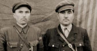 Сергій Богдан (праворуч) з побратимом по зброї