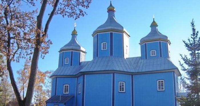 Церква в селі Серники, зведена 1821 року