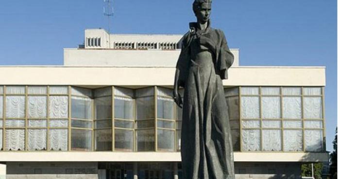 Пам'ятник Лесі Українці у Луцьку