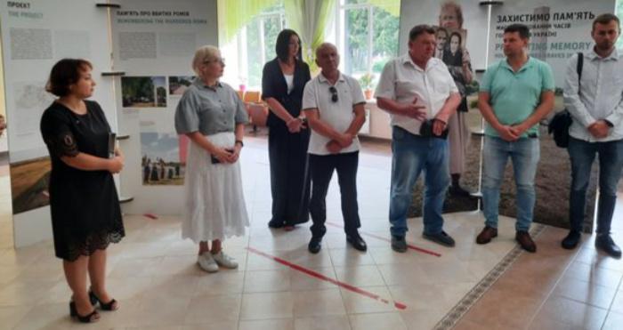 Презентація виставки українсько-німецького проєкту «Захистимо пам'ять: захист і меморіалізація місць масових поховань часів Голокосту»