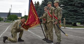 Командир волинської бригади йде з посади, відбулося прощання з бойовим прапором військової частини
