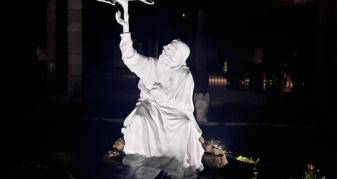 Пам'ятна скульптура покровителя міста Дубна у новому парку