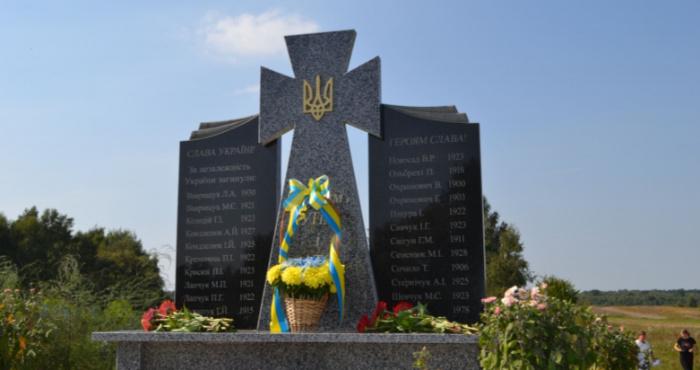 У Дольську встановили пам'ятник борцям за незалежність України