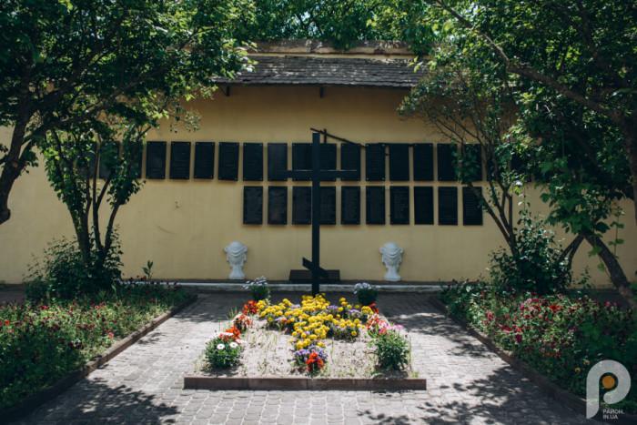 Пам'ятні дошки жертвам Трагедії Луцької тюрми