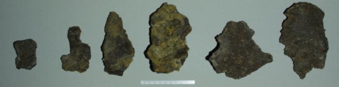 Шматки рваного металу, осколки від німецької авіабомби