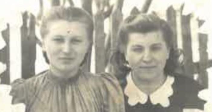 Молода Віра Васюк (ліворуч)