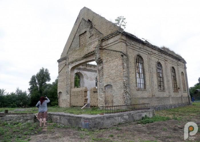Святиню почали будувати у 1907 році на місці спаленої три роки тому церкви.