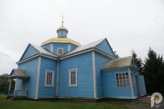 На місці сучасної церкви був старовинний храм. Він відомий в документах з XVI століття.