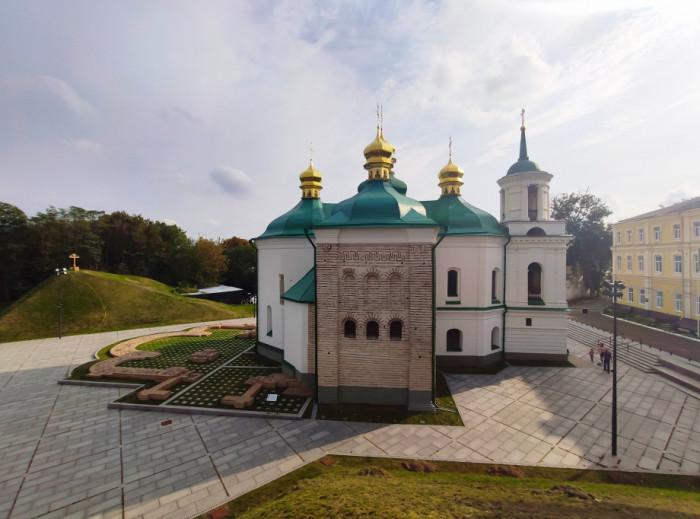 Спас на Берестові у Києві, де похований Юрій Довгорукий