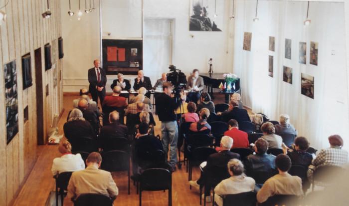 Євген Грицяк у Москві виступає у Центрі Сахарова, 23.09.2003 р.