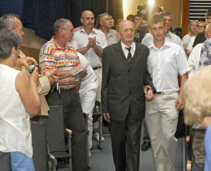 На виступі у Києві, поруч онук Тарас, 2013 р.