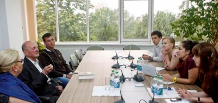 На зустрічі з журналістами у газеті «День», 2013 р.
