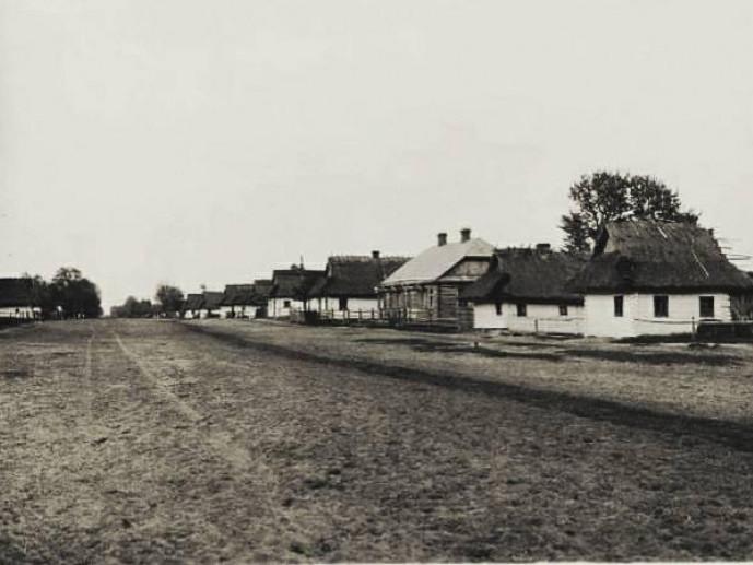Вулиця в селі Пульмо 100 років тому