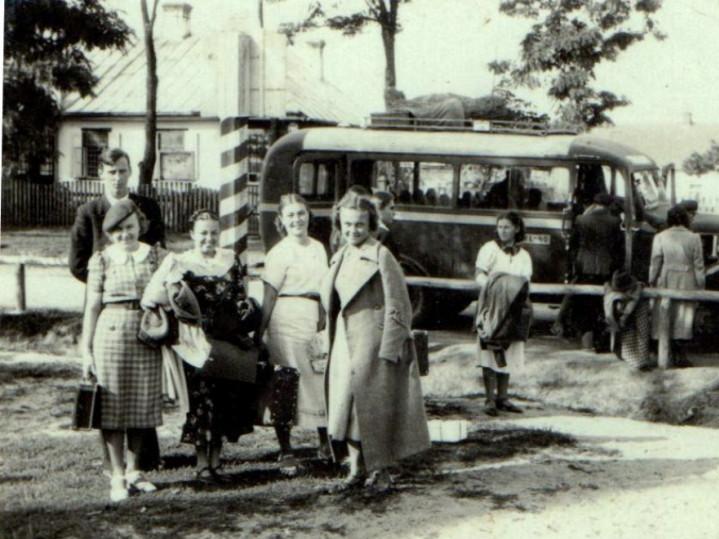 Автобус «Любомль- Шацьк-Піща- Влодава» на зупинці в Шацьку