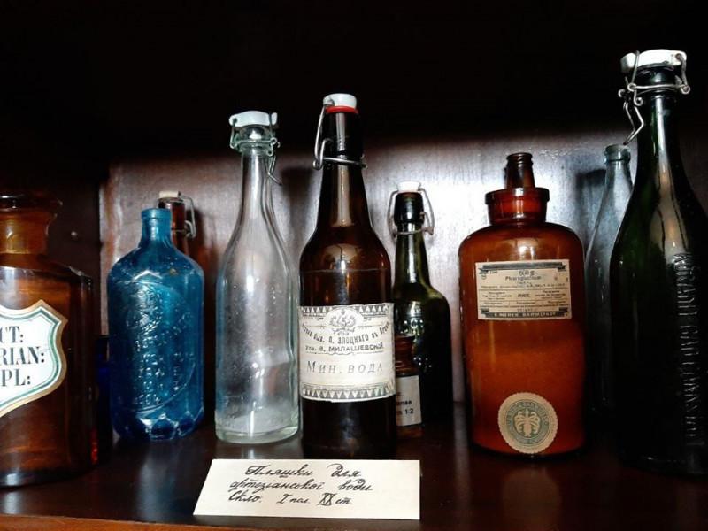 У Луцькій аптеці Злоцького робили содову воду та лимонад