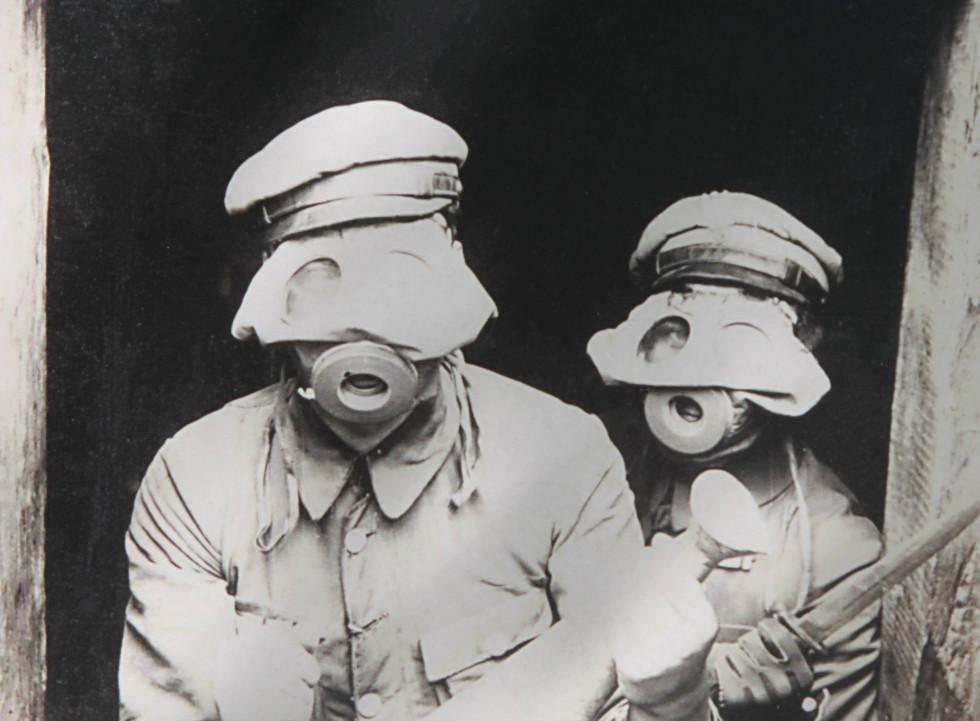 Захист від хімічної зброї. Польські легіонери в с. Рудка-Миринська на Ковельщині, 1916 р