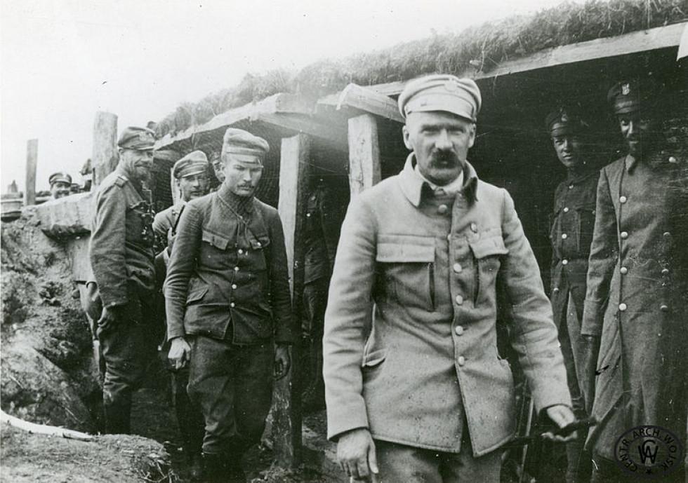 Юзеф Пілсудський в окопах, с. Рудка-Миринська, серпень 1916 р.