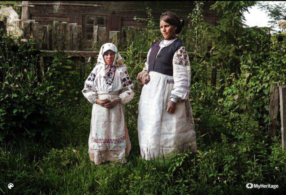 Мати і донька, село Велюнь, Рівненщина, 1934 р.