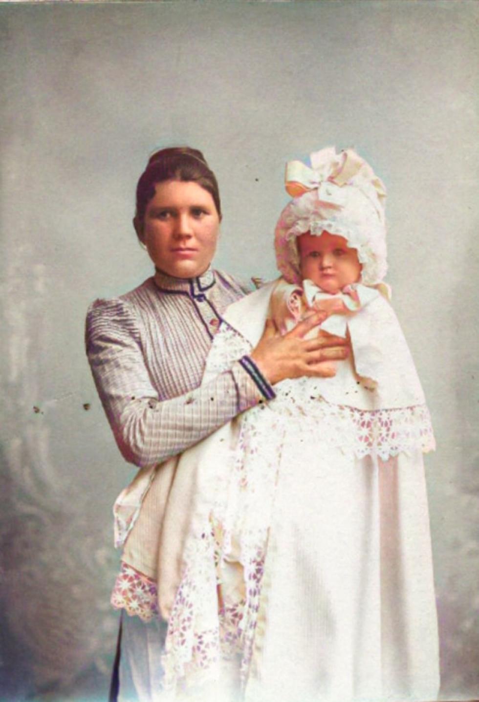 Матір з дитиною. Ковель, 1910-ті роки