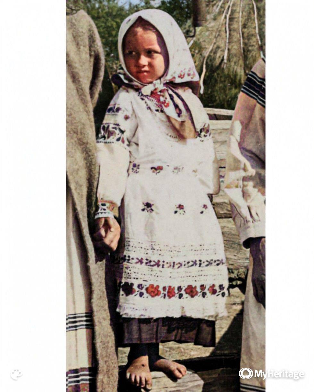 Маленька дівчинка із села Залізниця Любешівського р-ну на Волині. Фото 1930-х років