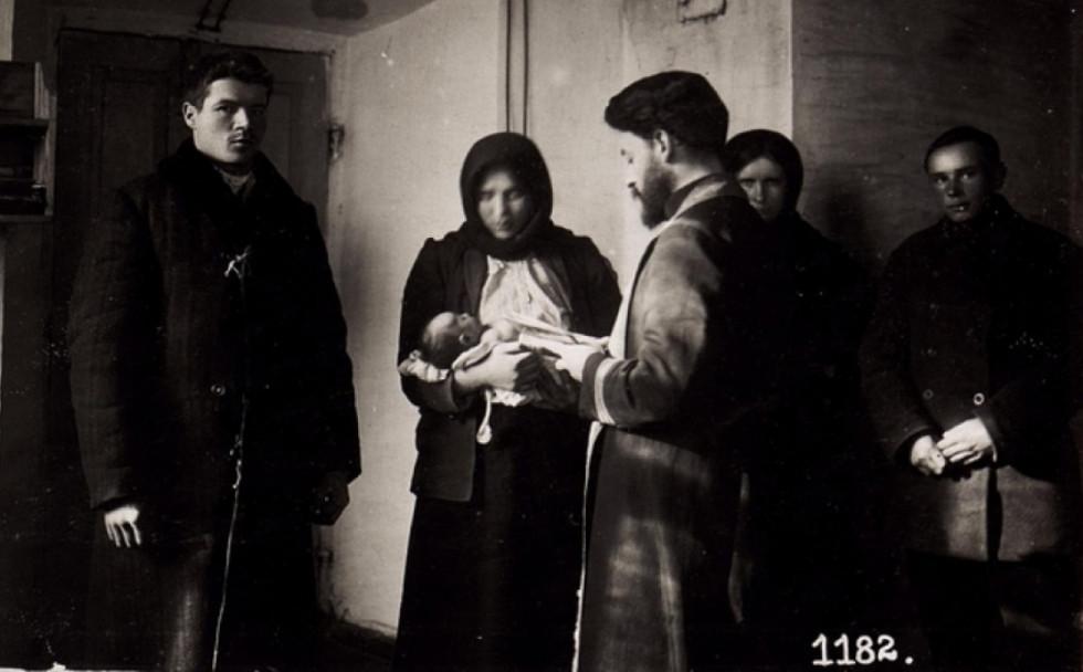 Хрещення дитини в роки Першої світової війни, м. Володимир-Волинський.