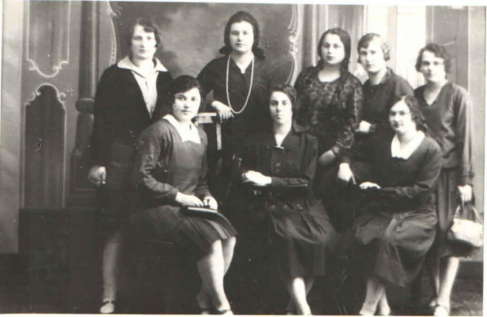 Учасниці «Просвіти»із Жидичина, які за ініціативою Модеста Левицького навчалися гарним манерам у Луцьку