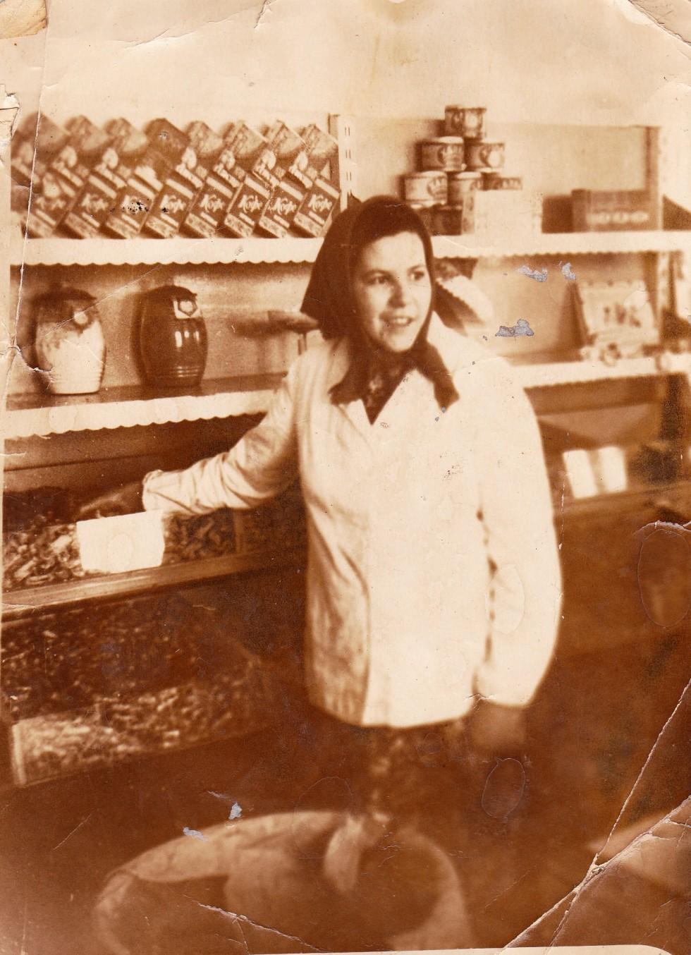 Євдокія Цекот - продавець у центральному магазині продуктів, 1960-ті роки