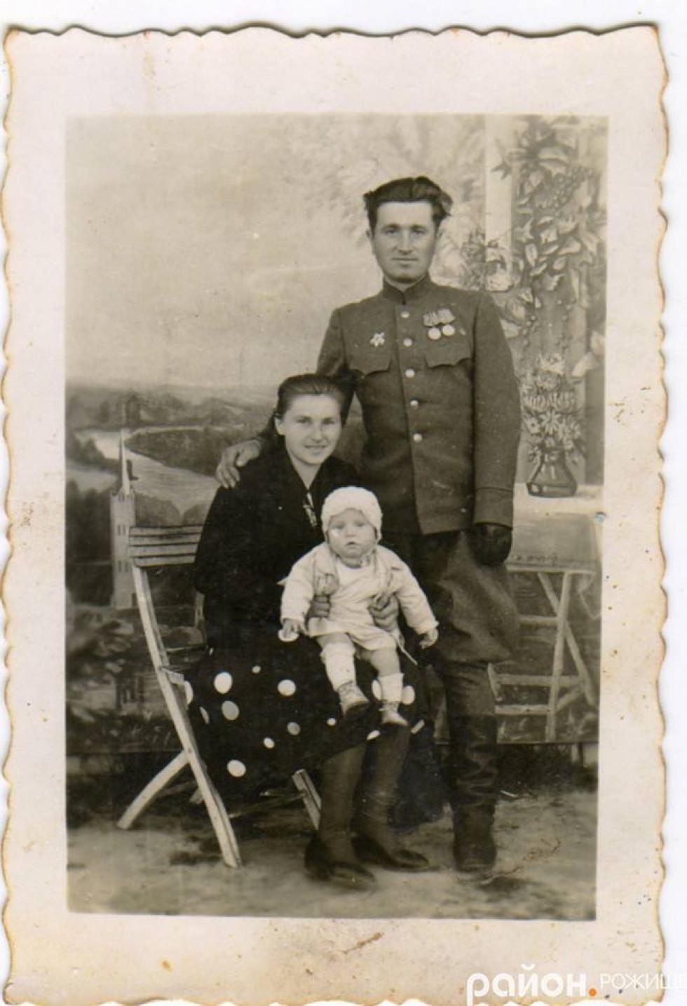 іван Дмитрович із сім'єю