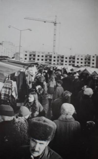 Варшавський ринок у сірих тонах