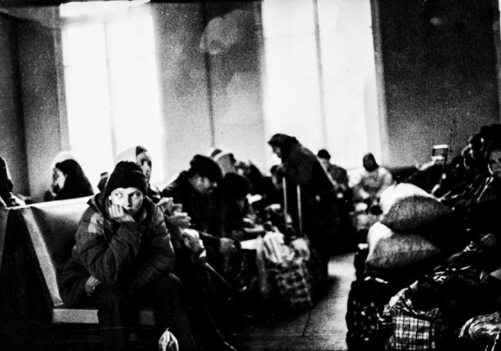 На світлинах американки можна побачити депресивне чорно-біле місто