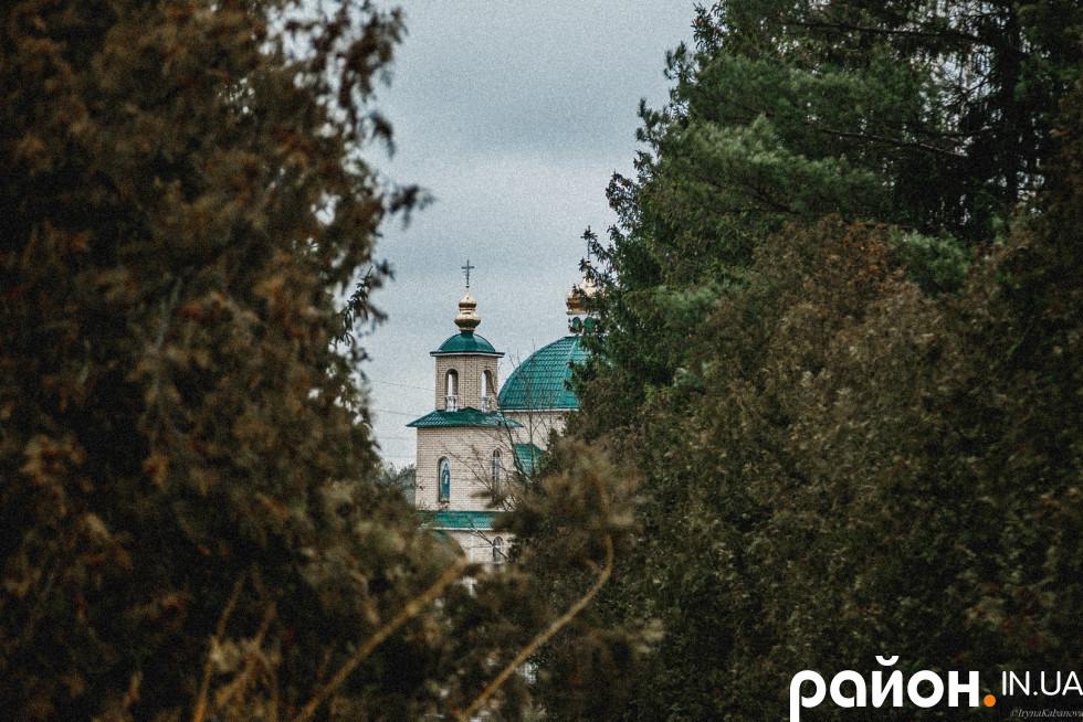 Церква, яку збудували селяни і Компартія