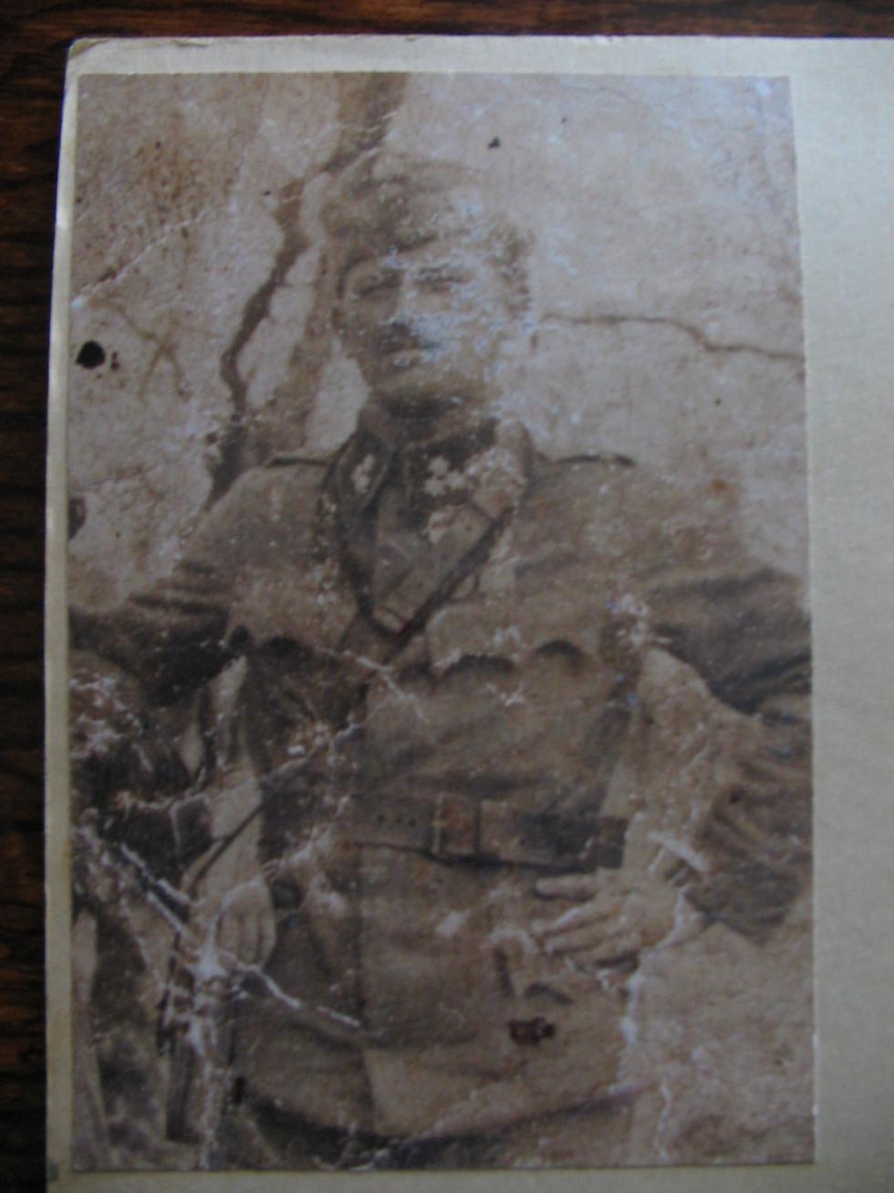 Жисік Хасман, капітан австро-угорської армії. Це єдине фото з довоєнних часів в сімейному альбомі Мандика Хасмана, решта були знищені під час Другої світової