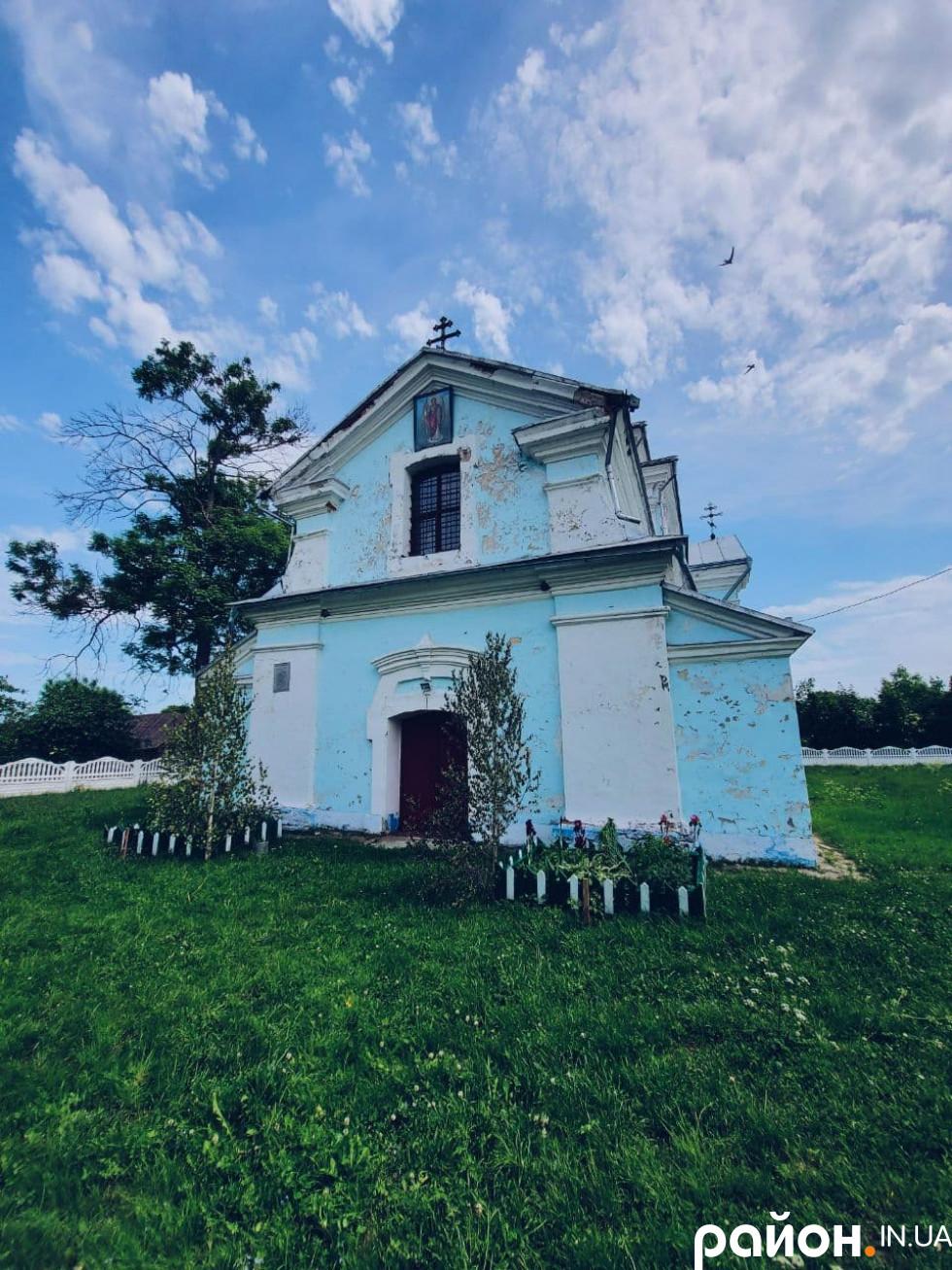 Церква старенька, але дуже особлива
