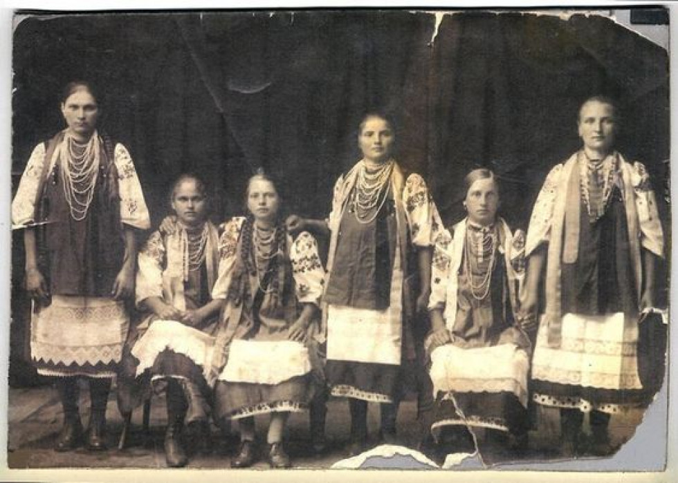 Дівчата Бахмутського повіту. Початок 20-го ст.