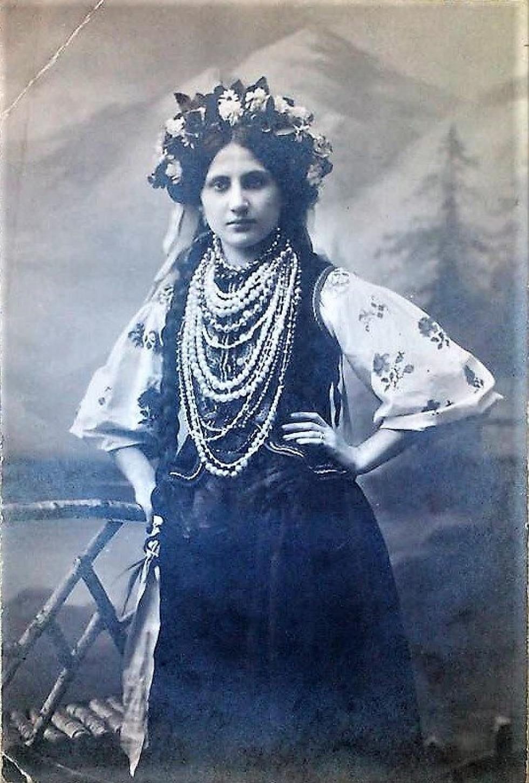 Слов'янськ, випускниця гімназії, 1911 р.