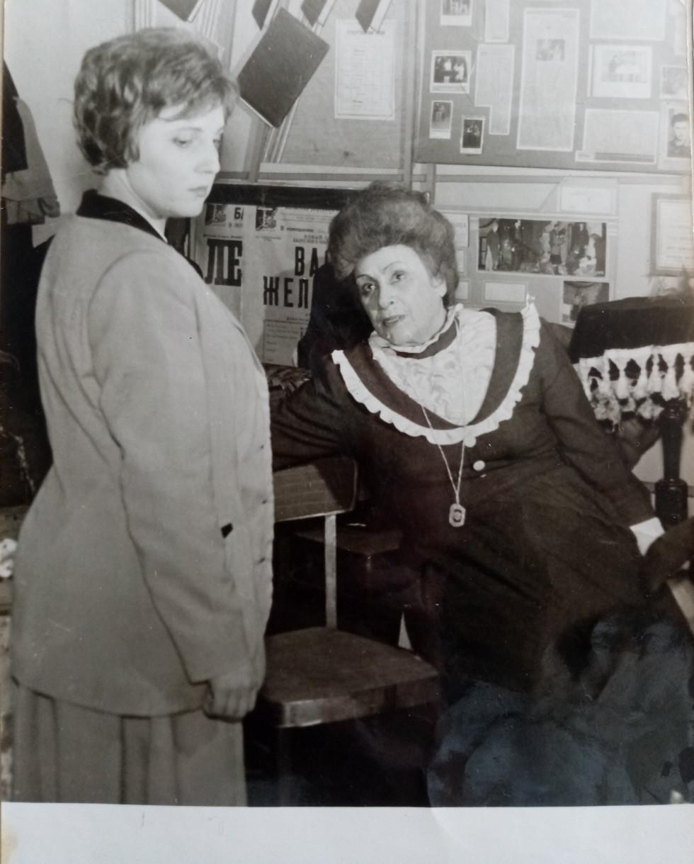 Фото з особистого архіву Ганни Воробйової (зліва), справа Фріда Цвіт.